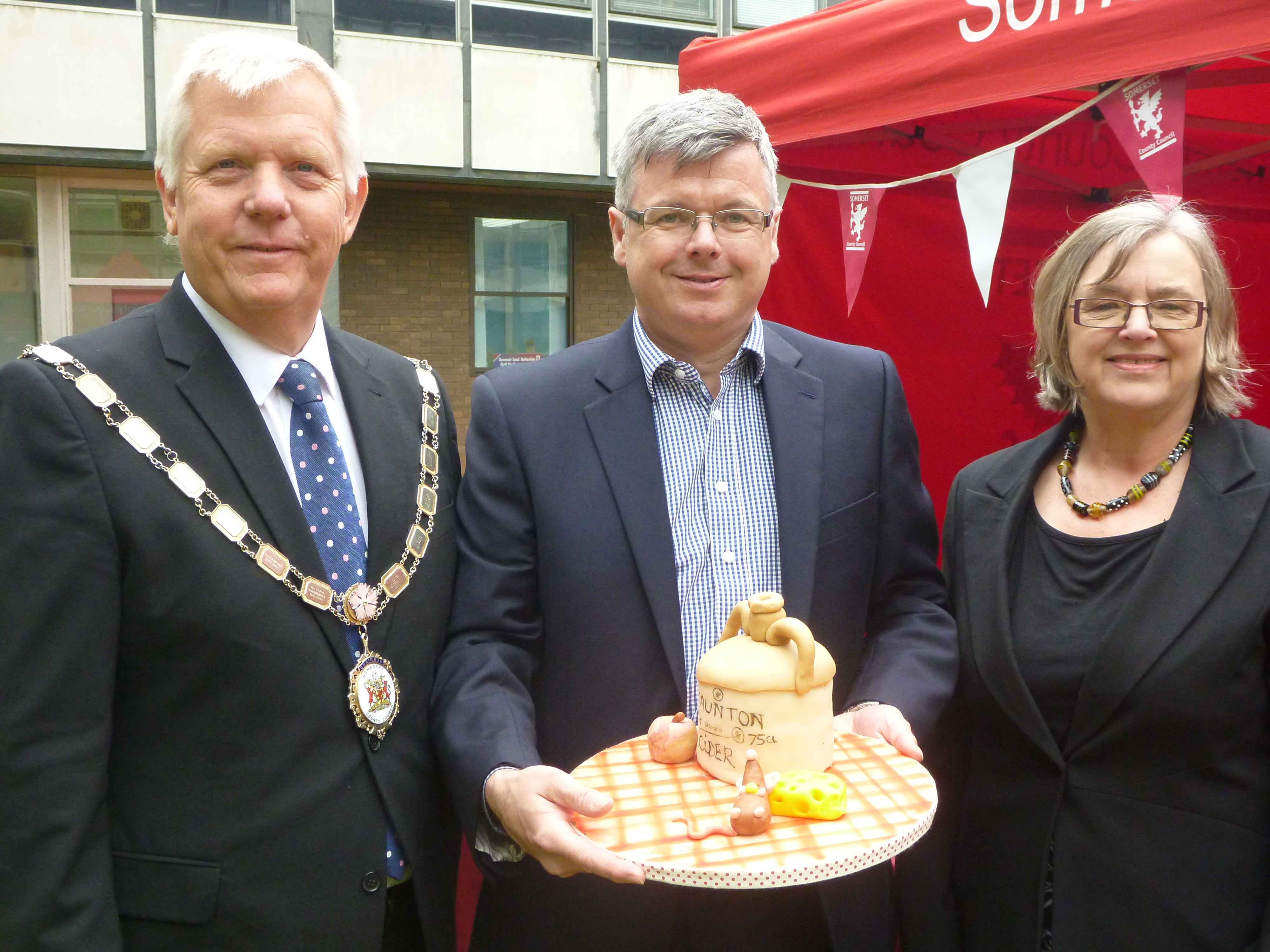 Judges Chairman David Fothergill, SCC Chief Executive Pat Flaherty and Cllr Christine Lawrence