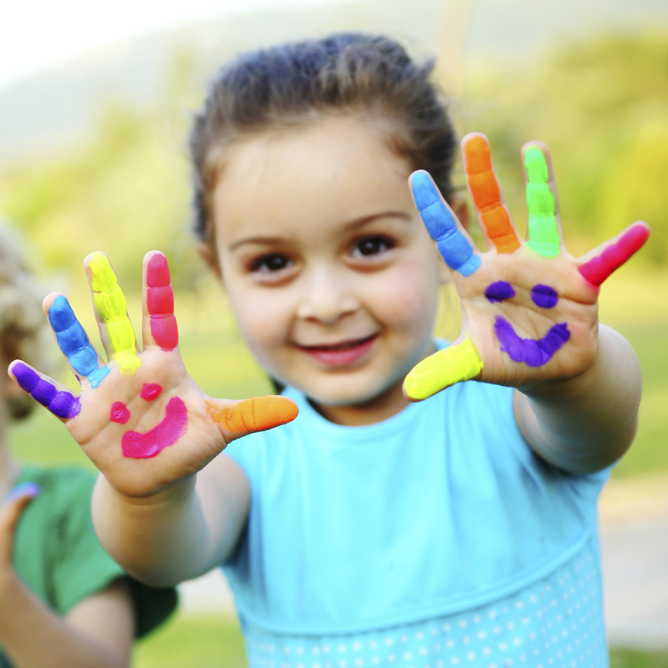 finger-painting-child-little-girl